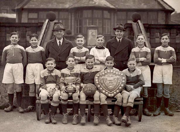 1940-1941 school football champions evacuees from St Saviours